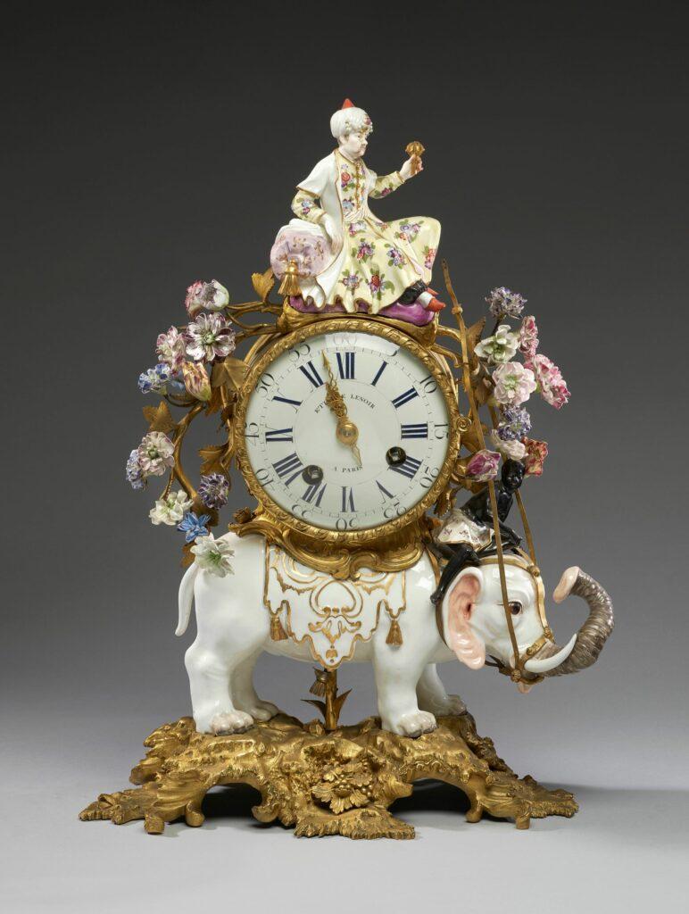 Exposition Meissen folies de porcelaine au musée Ariana Penduleavecéléphant,vers1745 PorcelainedeMeissen - Porcelainetendre, montureenbronze