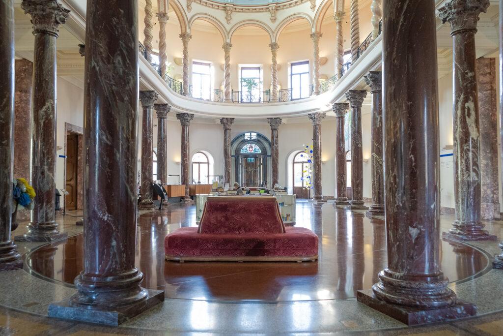 Exposition Meissen folies de porcelaine au musée Ariana vue intérieure du musée
