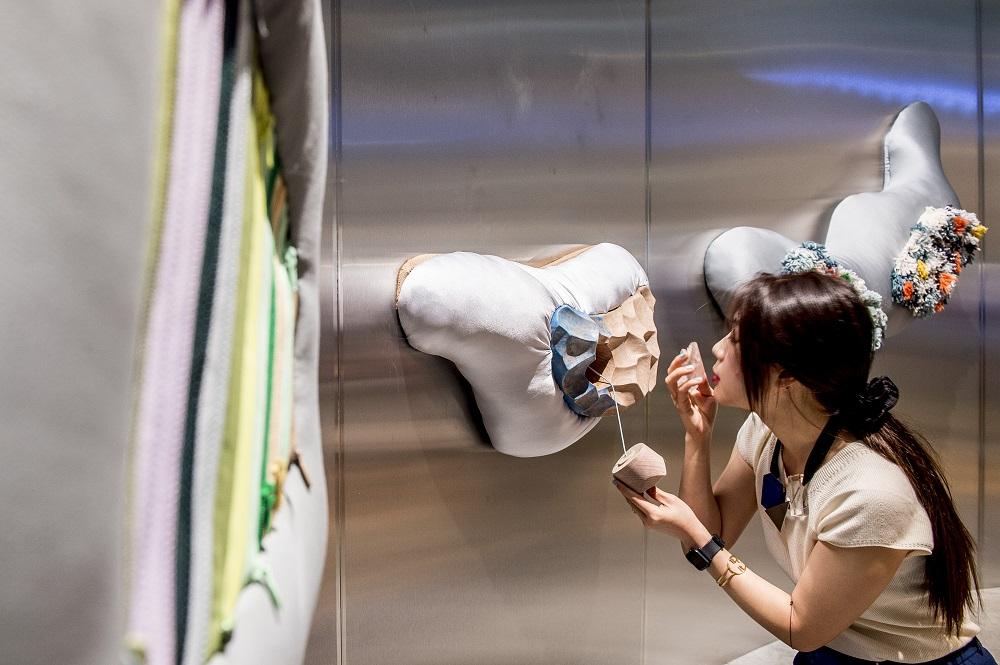 Installation de Yuan Yuan (salle de jeux) pour l'exposition Places to be