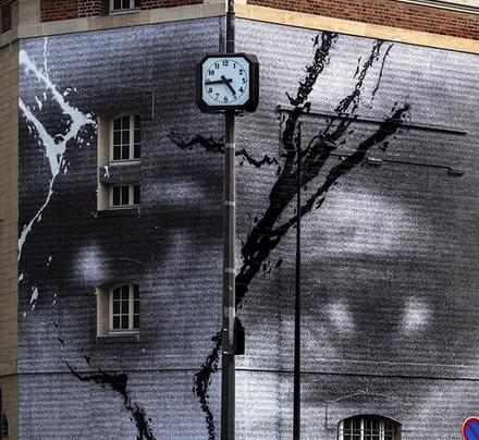 fresque de Street Art en hommage à Adama Traoré et George Floyd par JR