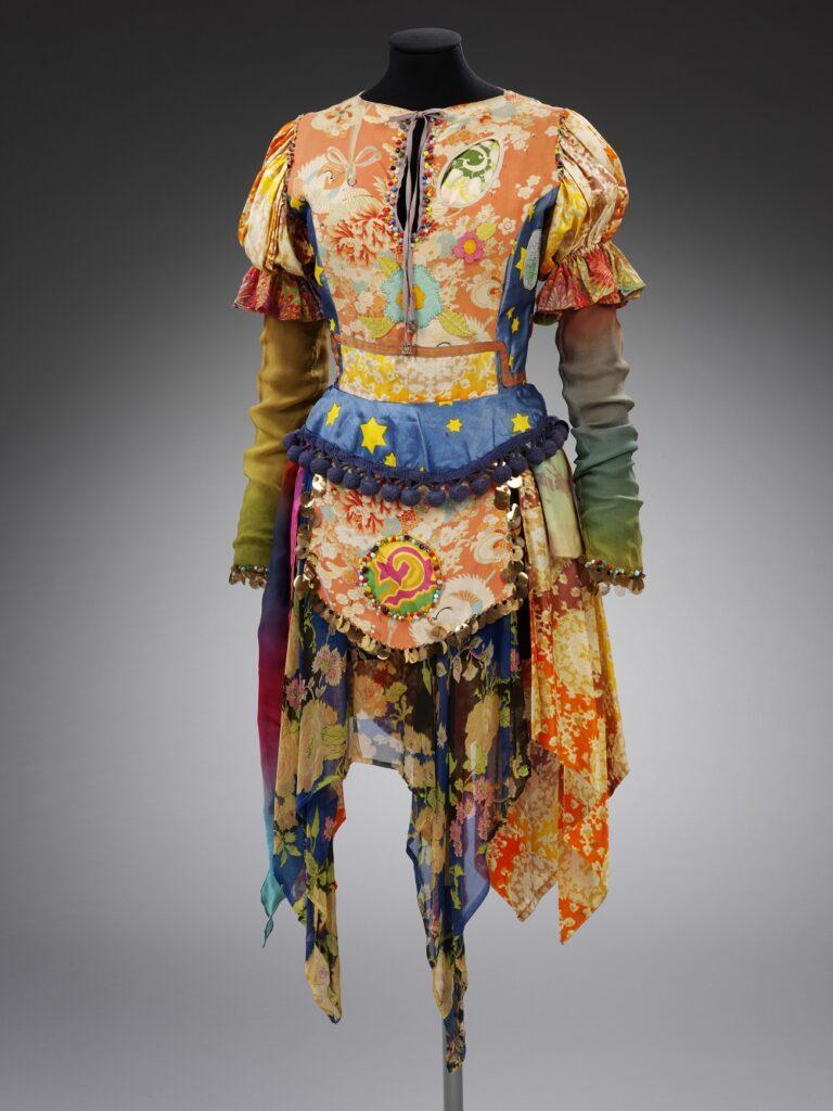 Robe réalisée par Maikjke Koger du collectif «The Fool»