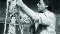 Alberto Giacometti travaillant au platre de l Homme qui marche 1959 photo Ernst Scheidegger Fondation Giacometti © Succession Alberto Giacometti (Fondation Giacometti + ADAGP) Paris 2020