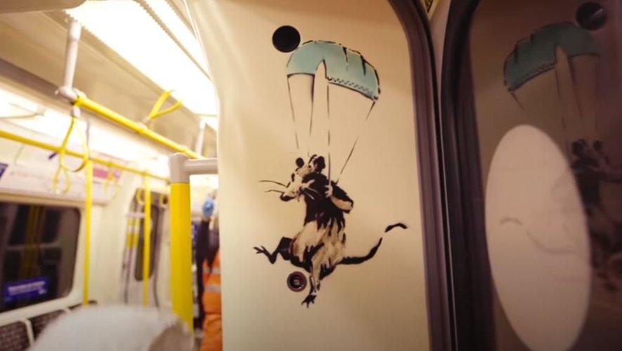 Une des œuvres peintes par Banksy dans le métro londonien