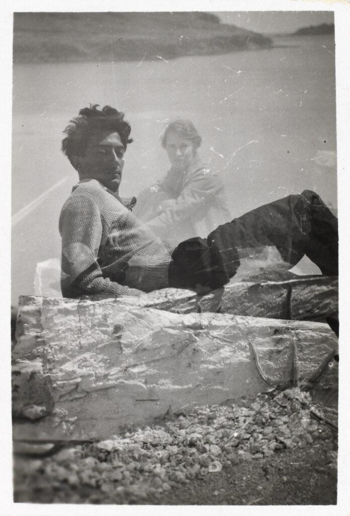 Photographie en surimpression archives Fundació Gala-Salvador Dalí, Salvador et Gala Dalí à Portlligat, vers 1930