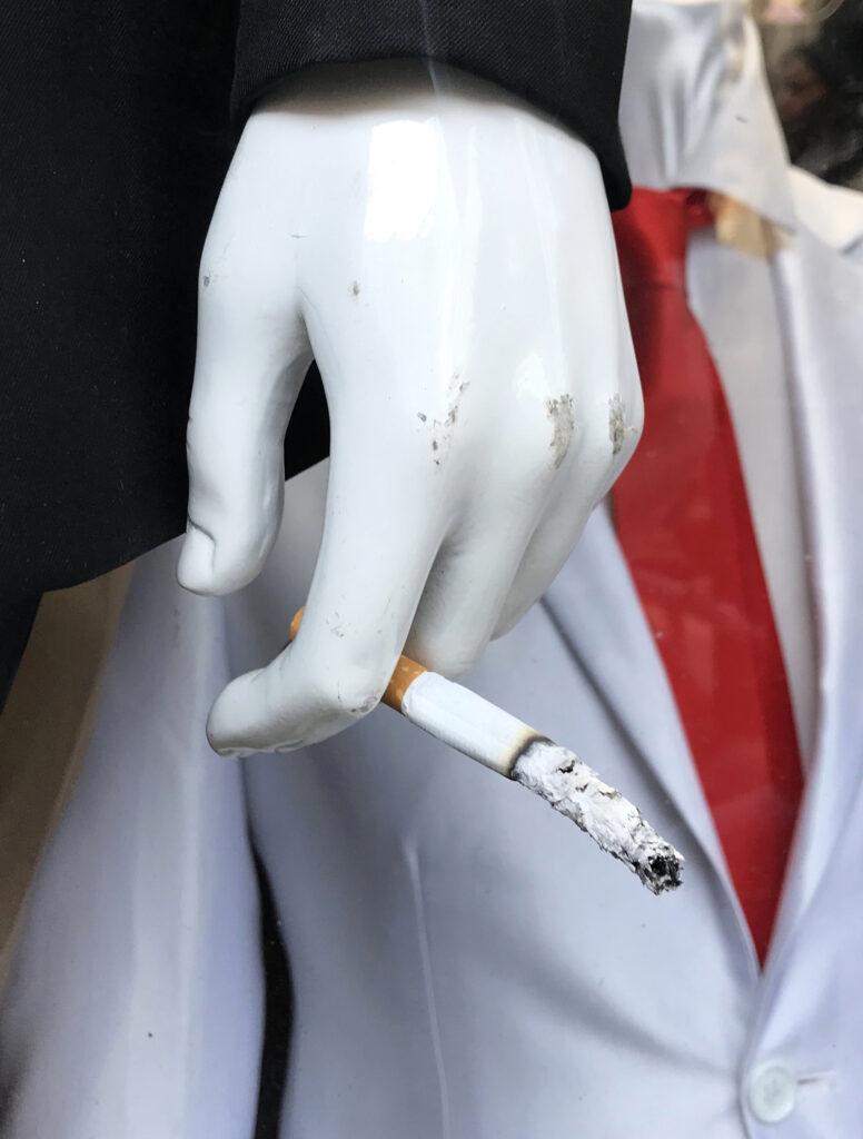 Exposition le cabaret du néant-Romain Moncet Last cigarette (série Mobiles), 2019