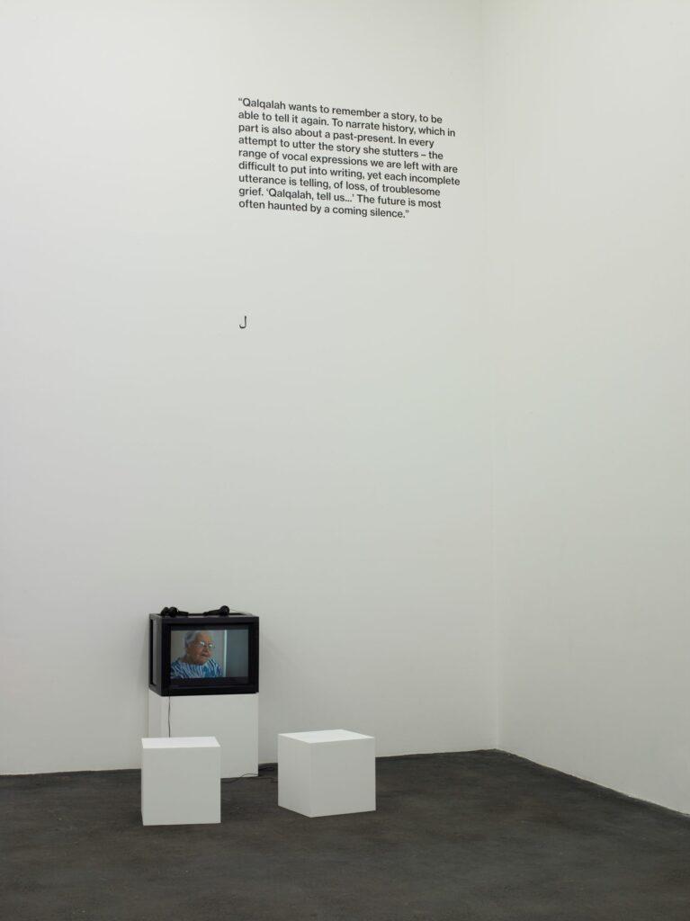 Exposition Qalqalah قلقلة au CRAC-Benoît Grimalt, « Retour à Genoa City », 2017. Vidéo 29 minutes.