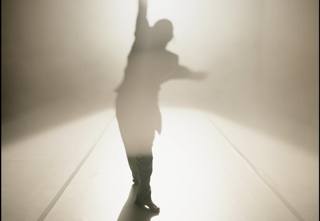 """Extrait de la vidéo """"The show is over"""", Wu Tsang, 2020"""