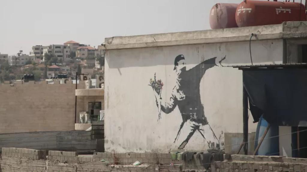 Lanceur de fleurs de Banksy réalisé au pochoir à Jérusalem