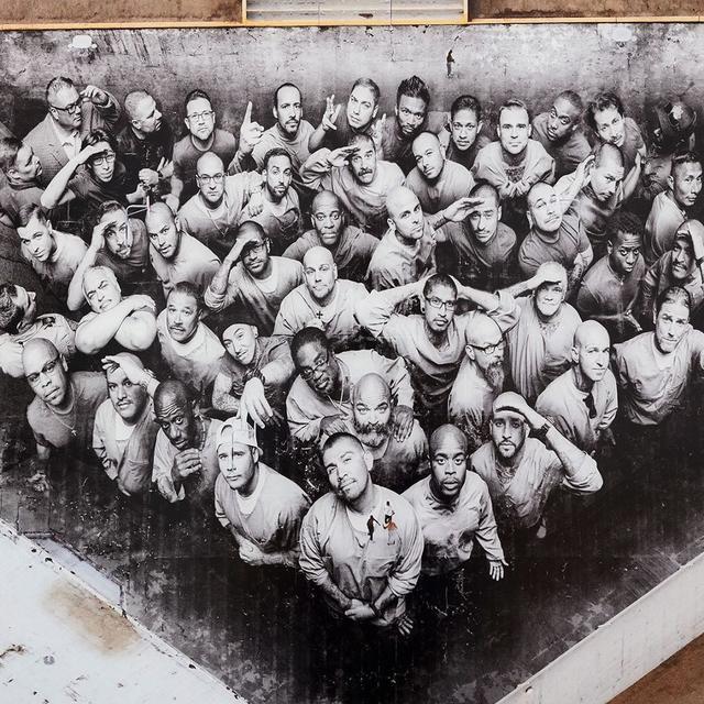 Fresque de JR dans la prison de Tehachapi
