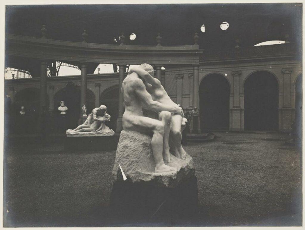 Le baiser (marbre) au salon de la Société Nationale des Beaux-Arts