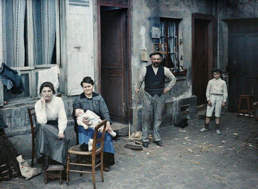 Anonyme, Paris 5e, une famille rue du pot de fer, juillet 1914