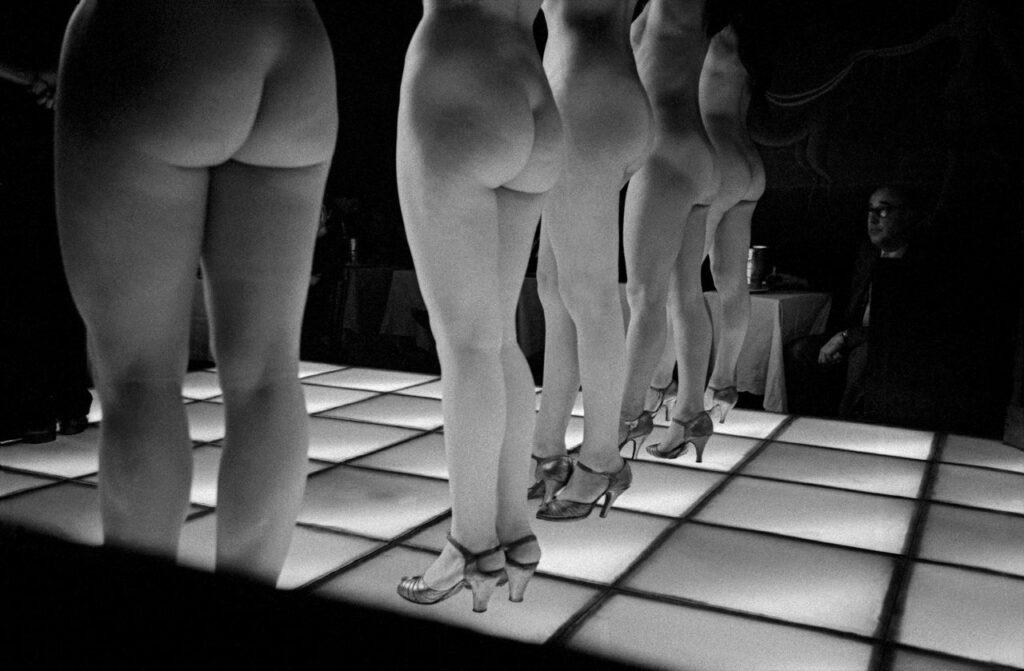 Frank Horvat, Le Sphynx, Paris, 1956
