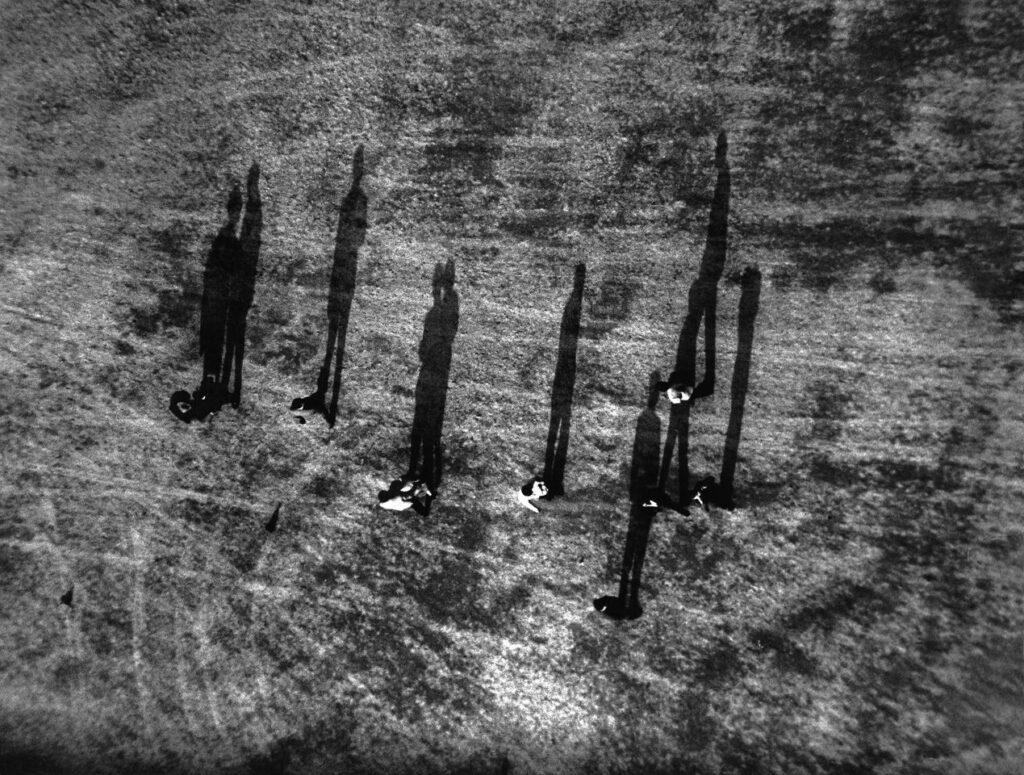Frank Horvat, Passants vus de la Tour Eiffel, Paris, 1956