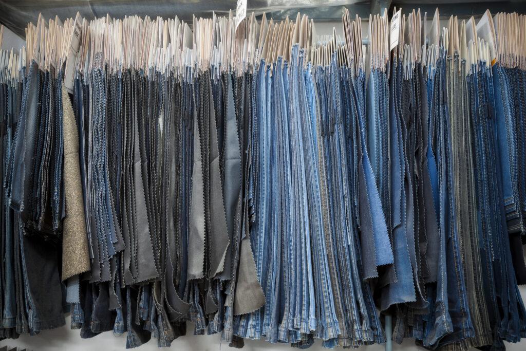 Denim Textile Industry - Échantillons et échantillons de tissus de jeans
