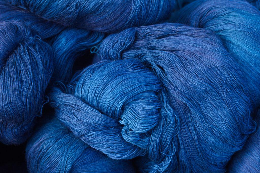 Fil de bleu foncé