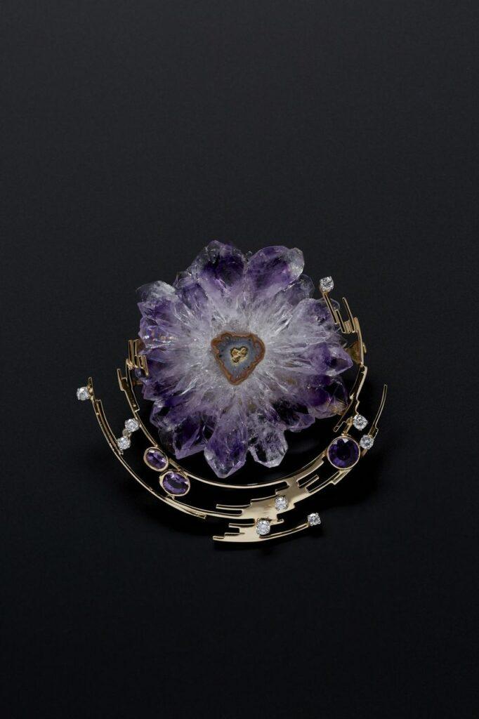Jean Vendome, Pendentif-Broche Rosace, or jaune, diamants, fleur-tranche d'améthyste brute, améthystes rondes et ovale
