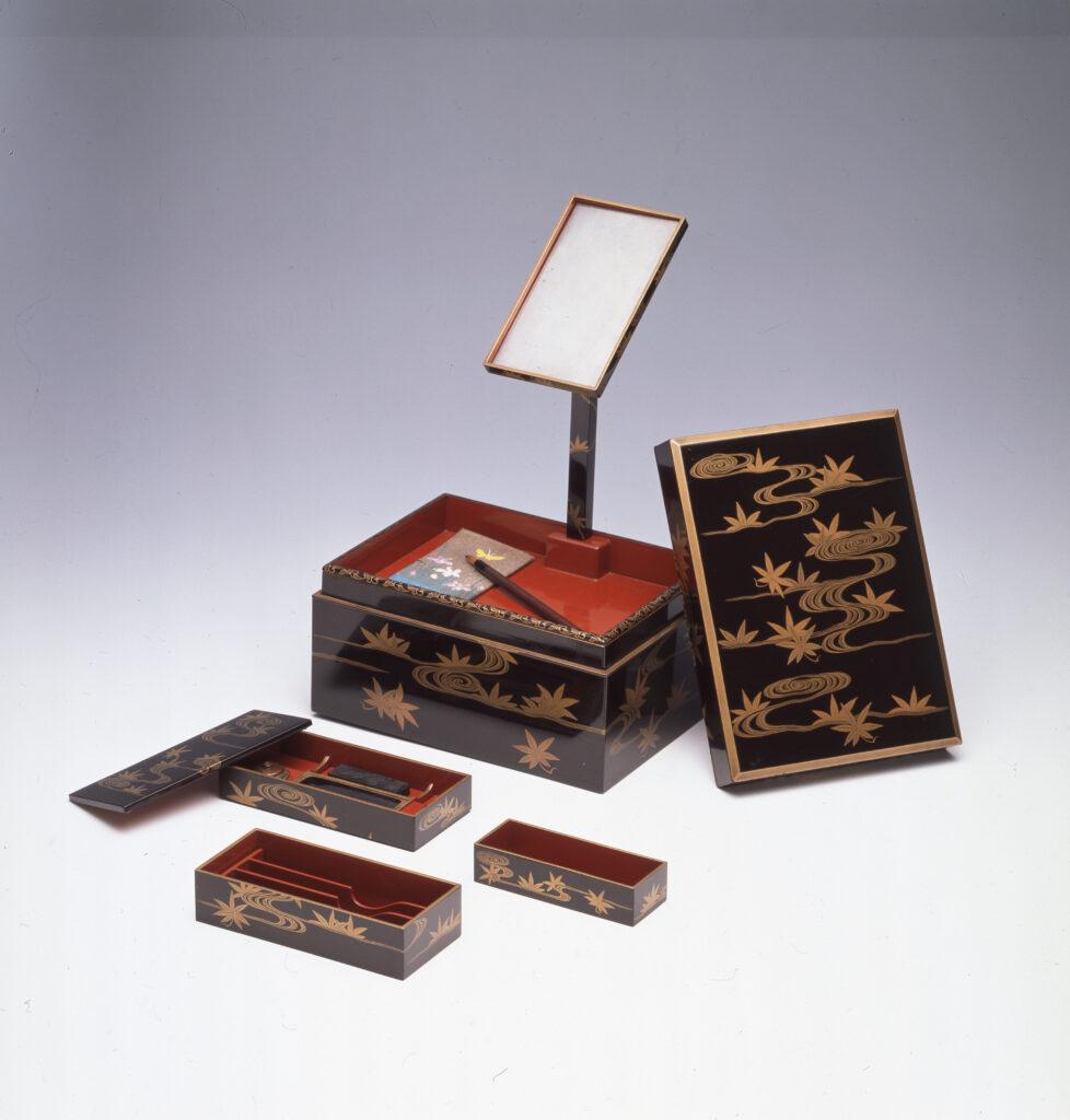 Boîte à peignes de voyage en laque à décor de Tatsutagawa, seconde moitié de l'époque Edo