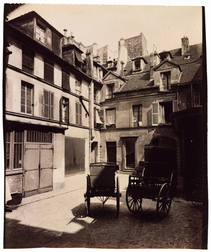 Eugène Atget, Vieille maison, 6, rue de Fourcy, IVe, 1910