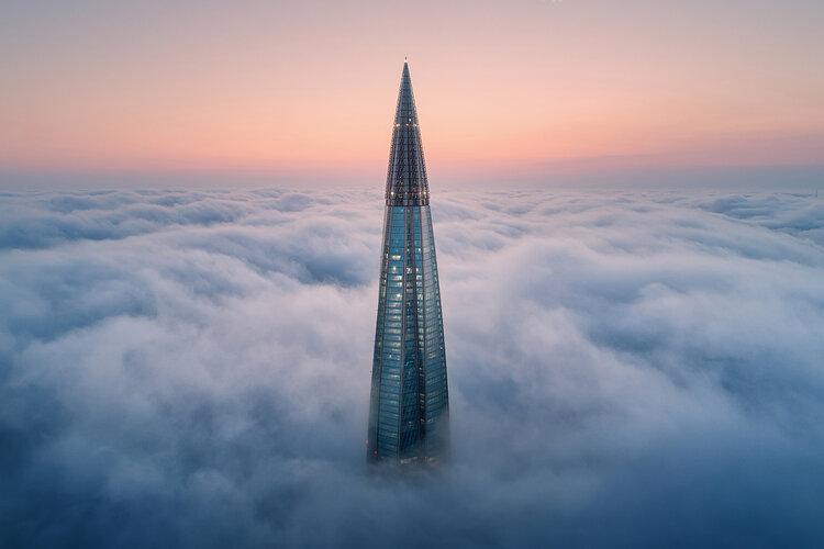 """4ème prix """"Mains de l'homme"""" (Architecture) : Au-dessus des nuages"""