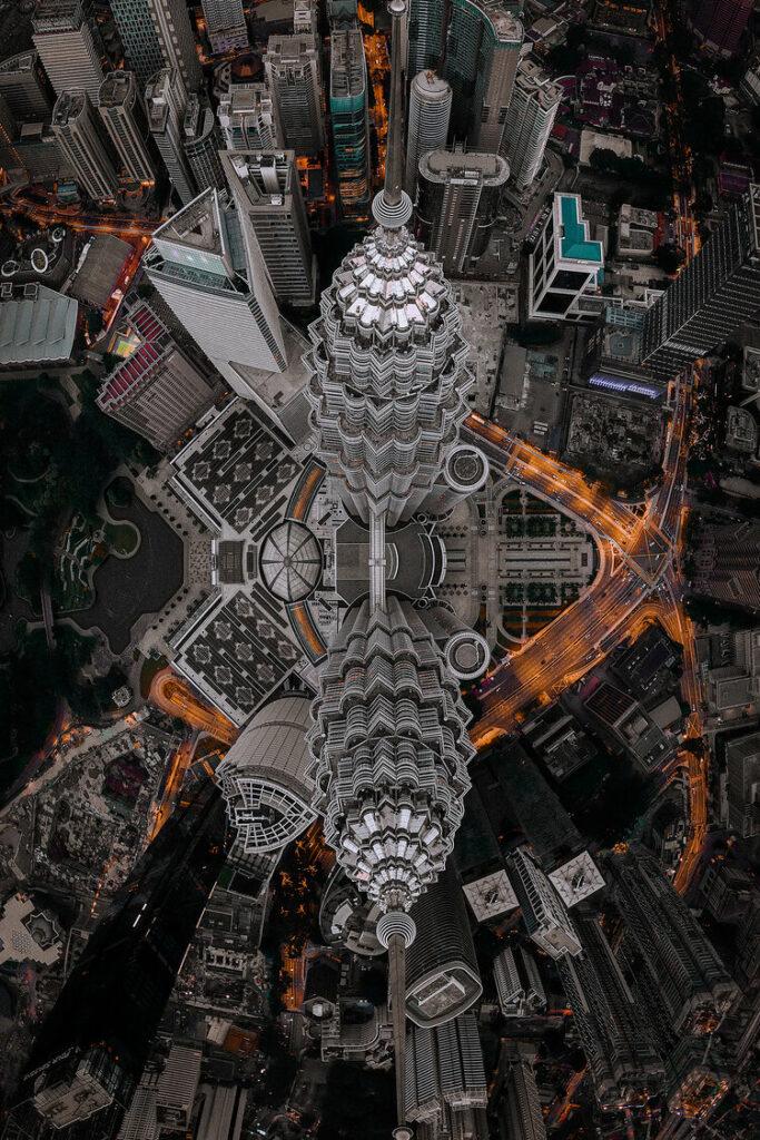 """5ème prix """"Mains de l'homme"""" (Architecture) : Vue aérienne du KLCC"""