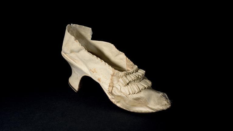 Le soulier blanc de soie de Marie-Antoinette