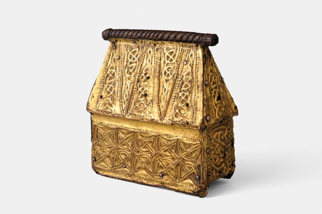 Reliquaire portatif ; chêne, cuivre doré, argent, 1ere moiti du VIIIe s.