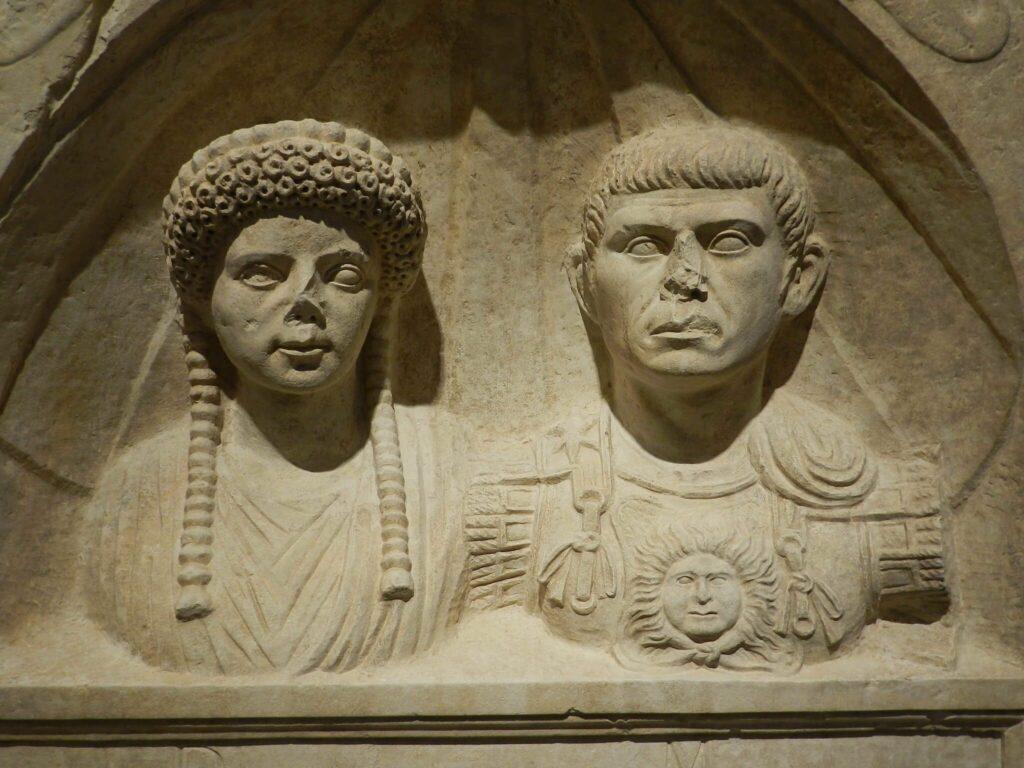 Stèle de Licinia Flavilla et Adgennius Macrinus, deuxième moitié du Ier s. ap. J.-C., calcaire
