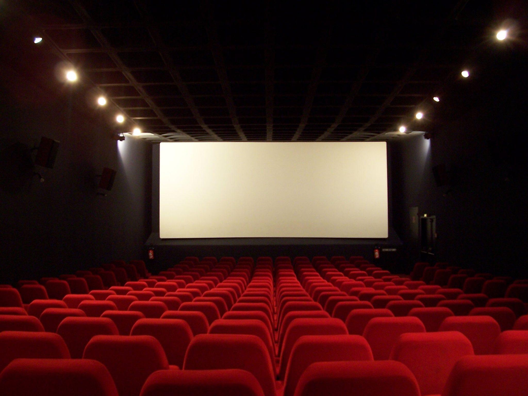 https://www.arts-in-the-city.com/wp-content/uploads/2020/12/salle-de-cinema.jpg