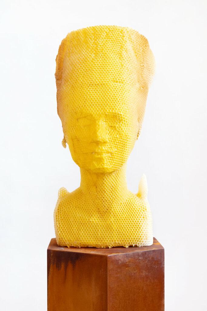 Buste de Néfertiti par Tomás Libertíny