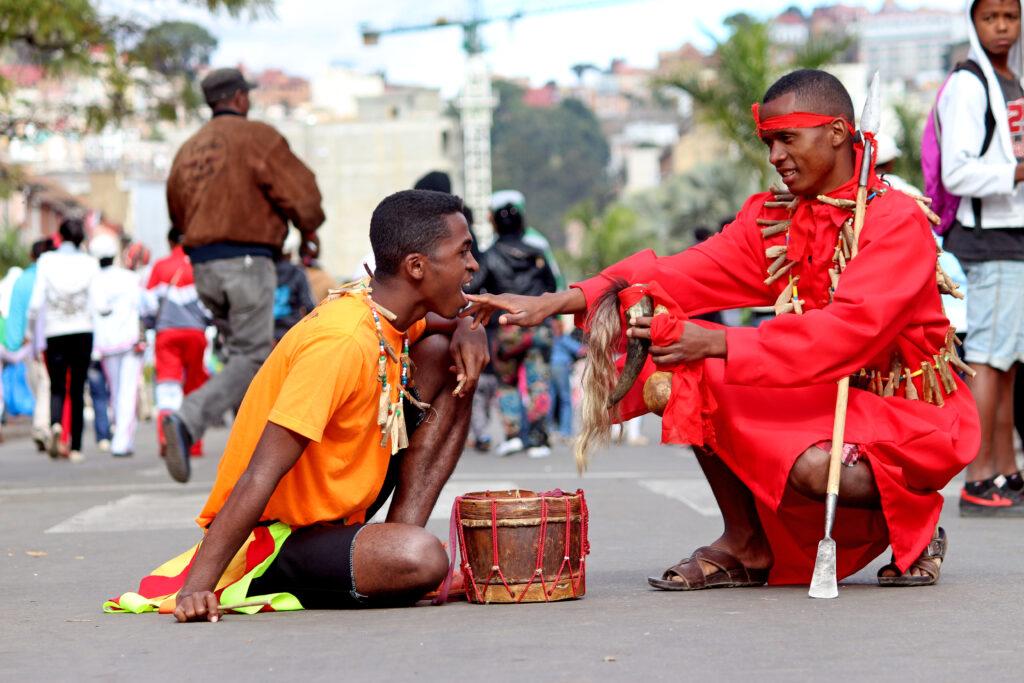 Ombiasy, guérisseur traditionnel de la société malgache