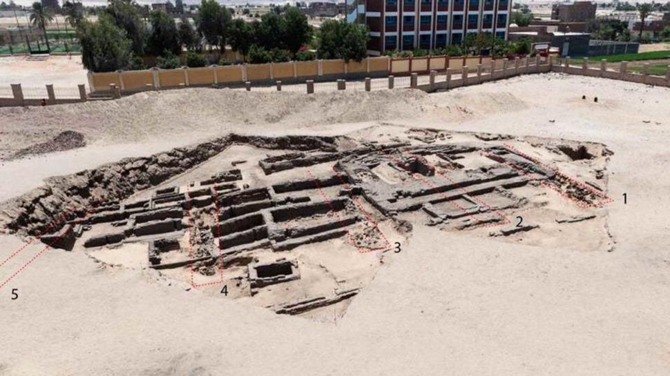 Vestiges découverts par les archéologues à Abydos