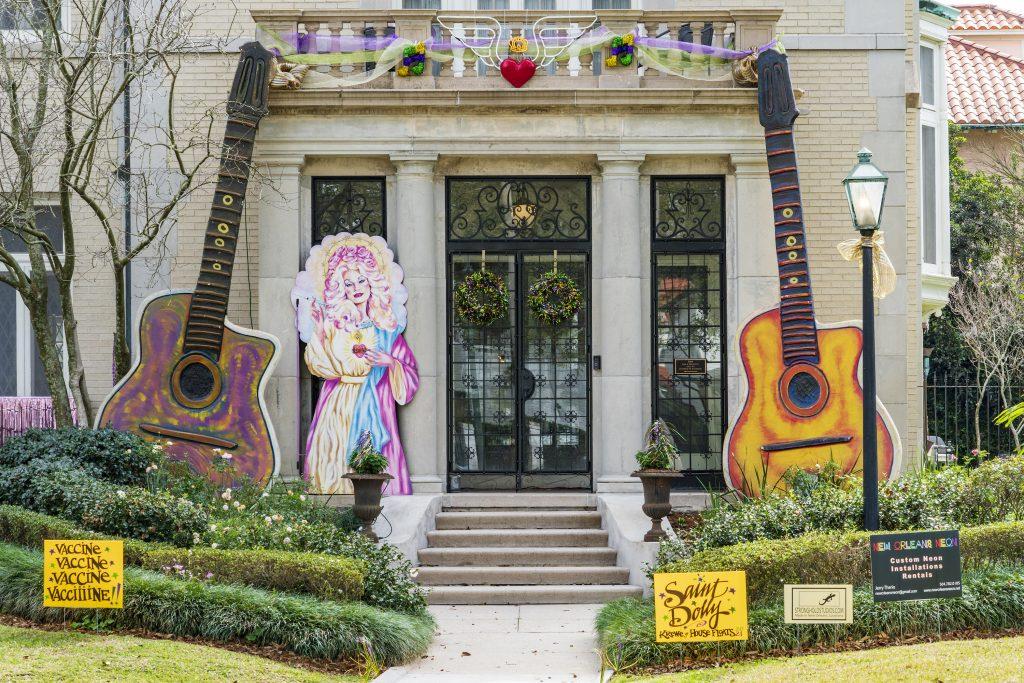 Maison décorée en hommage à Dolly Parton