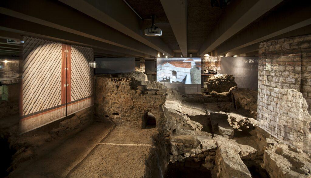 Vestiges de la Crypte archéologique de l'île de la Cité