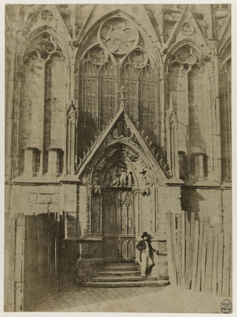 Charles Marville, La Porte Rouge. Portail septentrional de l'Eglise métropolitaine, vers 1851