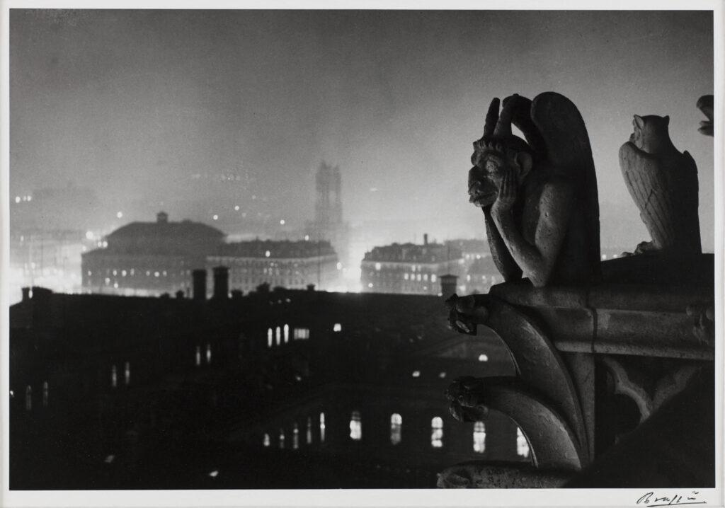 Vue nocturne de Notre-Dame sur Paris et la tour Saint-Jacques, 1933