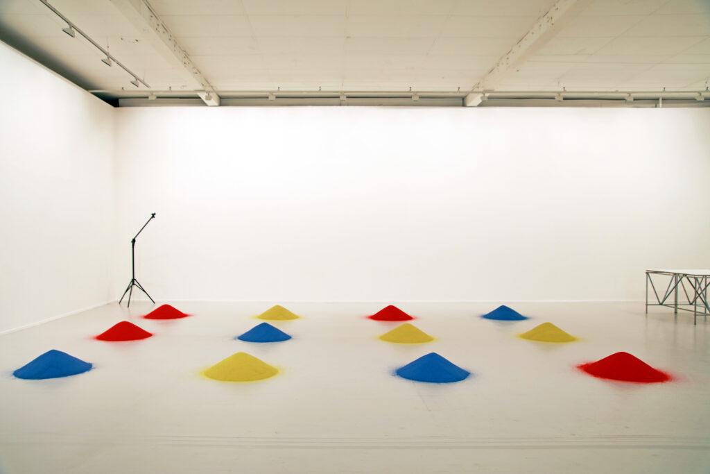 Vue de l'exposition Colors, Tripostal de Lille, Judith Seng - Acting Things VII School of Fluid Measures Lille - 2021 (3)
