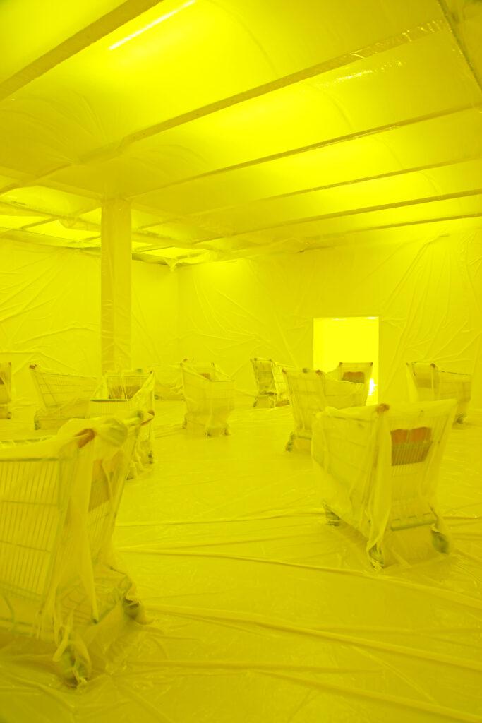 Vue de l'exposition Colors, Tripostal de Lille, Penique Productions - Ballon Jaune - 2021 (2)