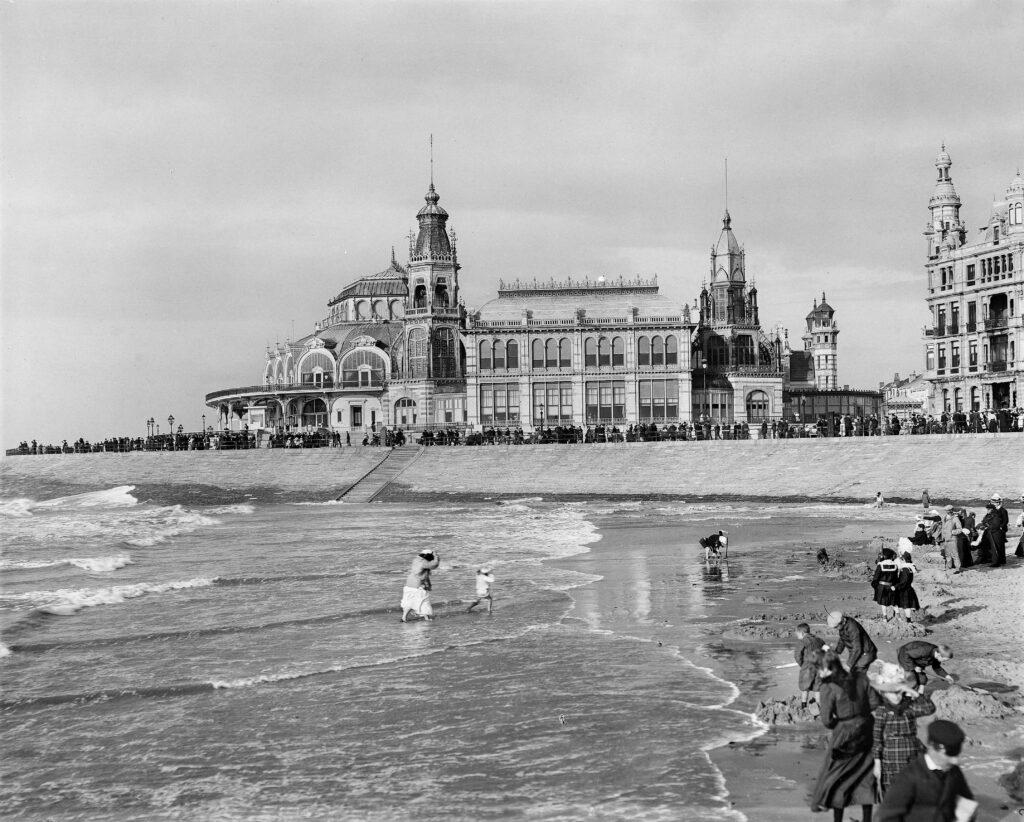 Roger Viollet, Otende, la Place et le Kursaal, 1890-1900