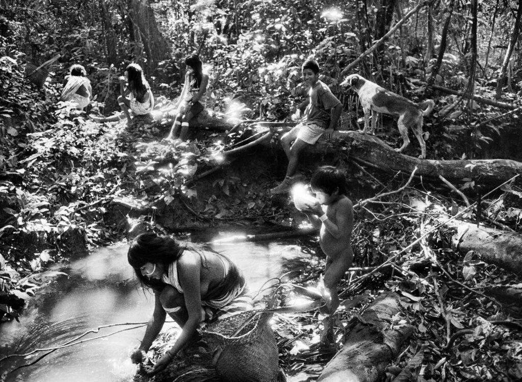 Sebastiao Salgado, Indiens Marubo, Vallée de Javari (État d'Amazonas, Brésil) 1998