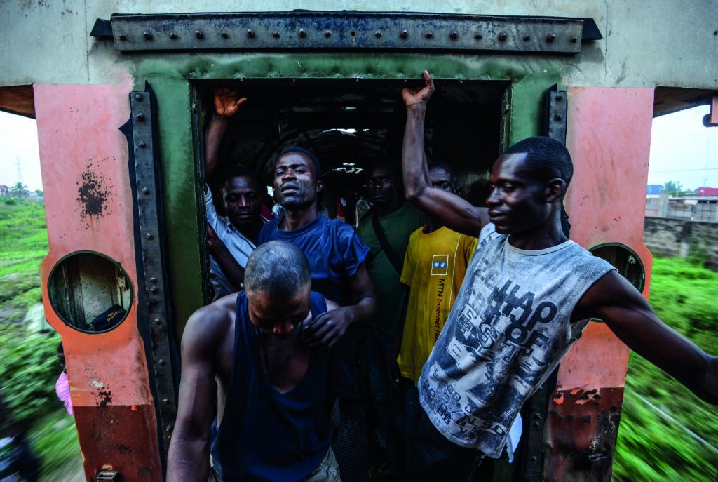 Junior D. Kannah, Sans titre, série «Engunduka ya elili, le train de l'illusion», 2014
