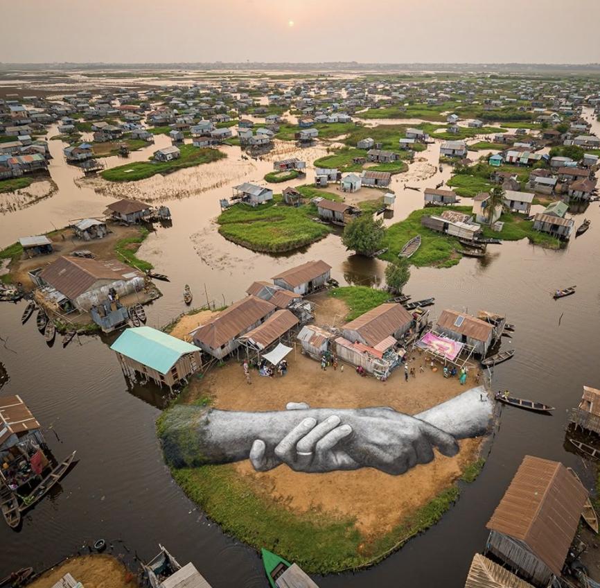 SAYPE, mains entrelacées 2, Ganvié (Bénin), 2021