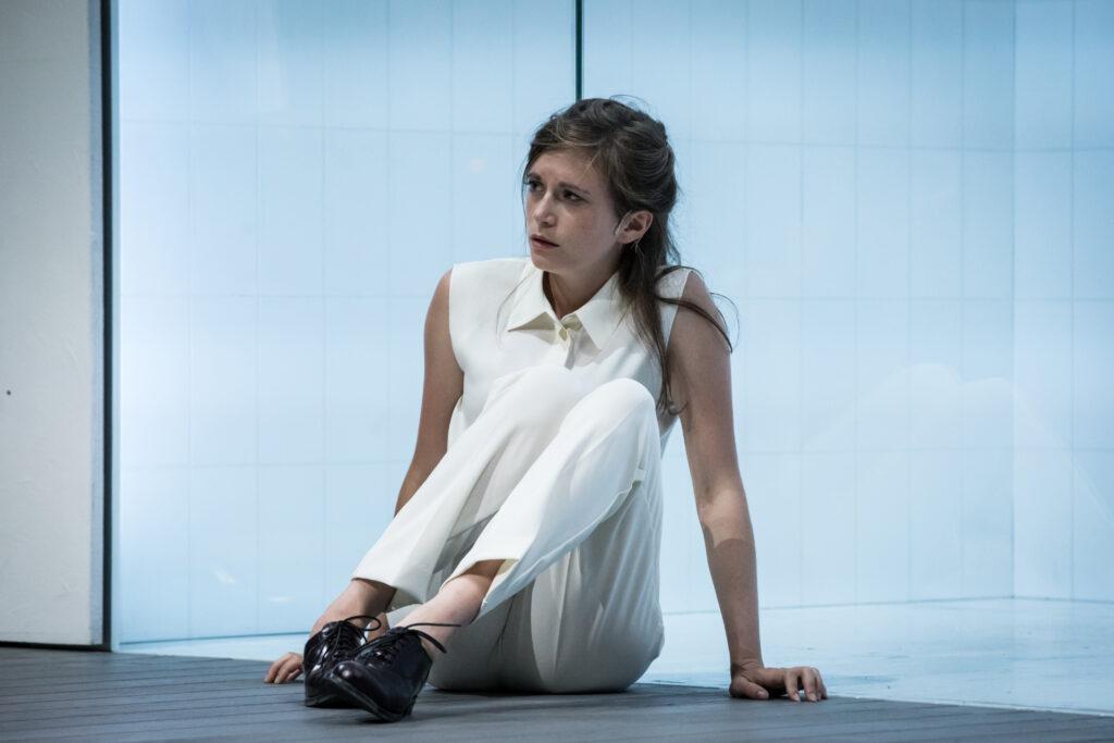 Iphigénie (Suzanne Aubert) mise en scène Stéphane Braunschweig (Photo du spectacle)