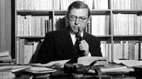Jean-Paul-Sartre-nel-suo-studio-a-Parigi-anni-Cinquanta