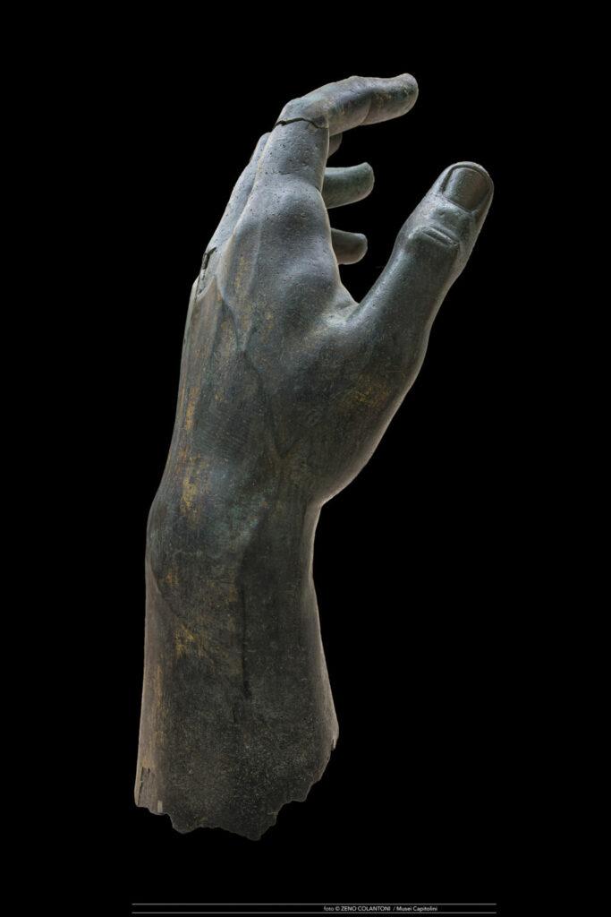 Le doigt et la main de Constantin
