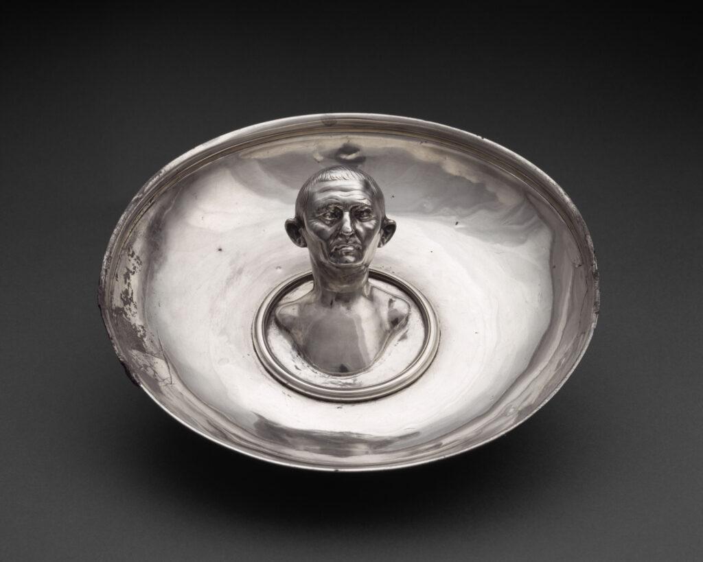 Trésor de Boscoreale, Coupe à emblema buste d'homme âgé