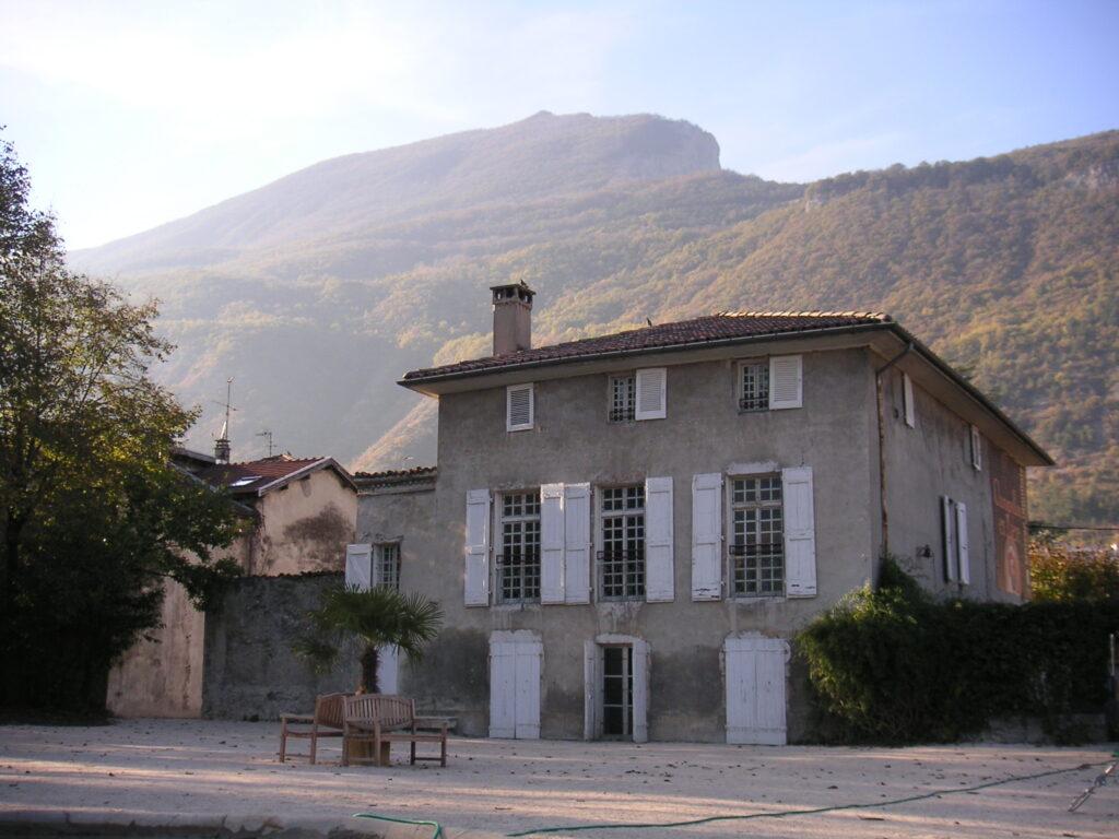 La maison Champollion depuis le parc