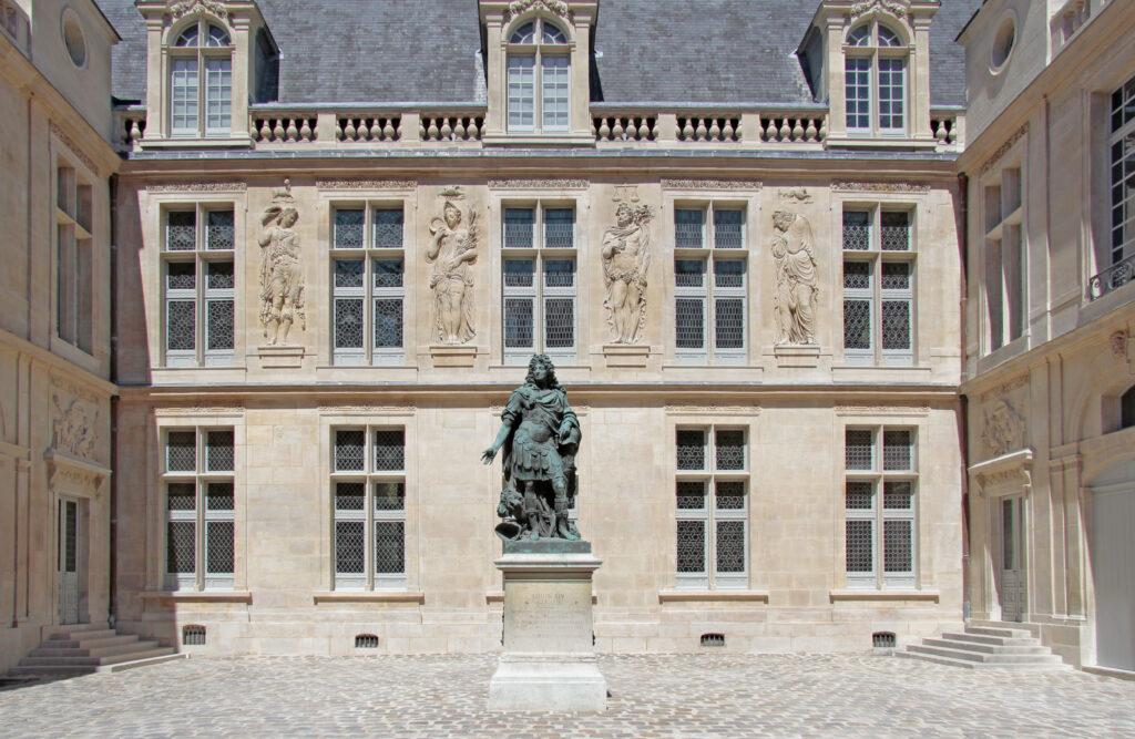 Cour Louis XIV