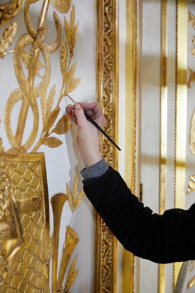 Restauration en cours dans le salon de compagnie de l hôtel d'Uzès