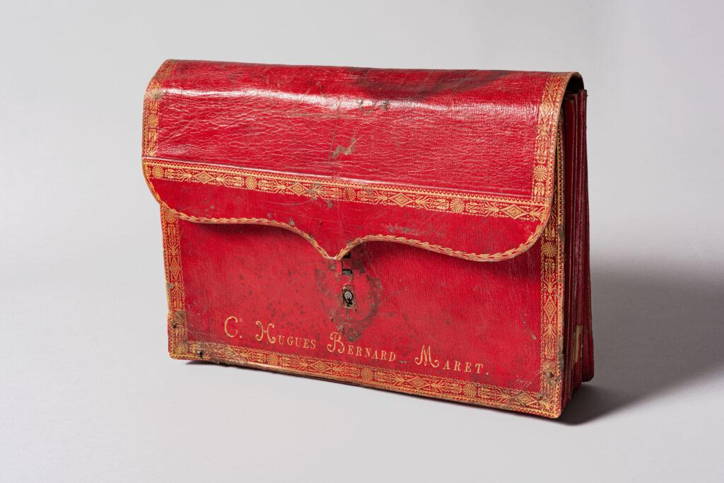Grand portefeuille en maroquin rouge ayant appartenu à Hugues Bernard Maret