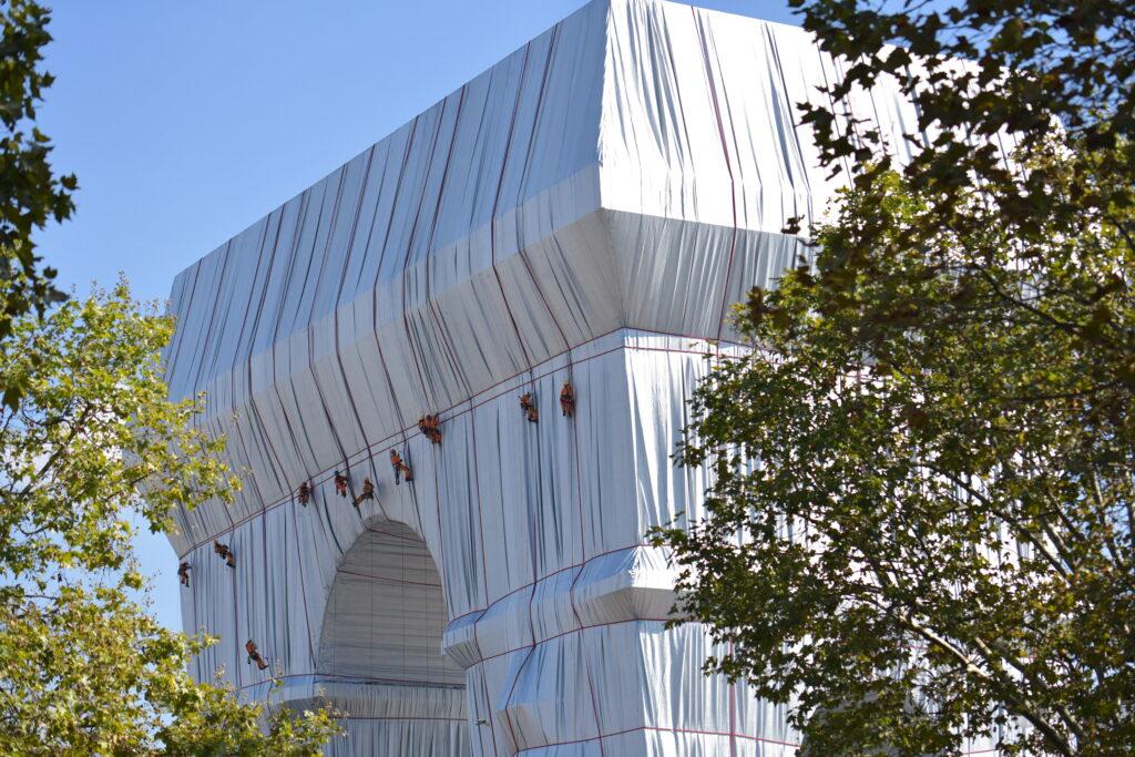 L'Arc de Triomphe emballé le 17 septembre 2021